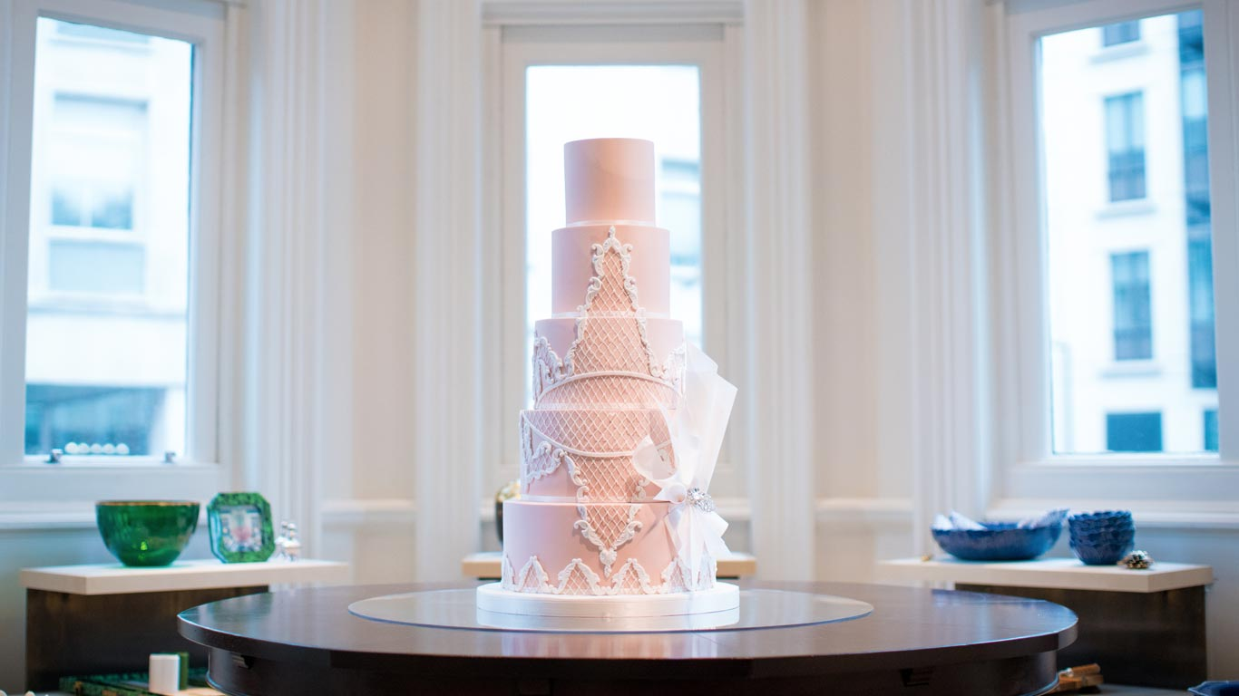 GC Couture's Oscar De La Renta Wedding Cake in Mayfair